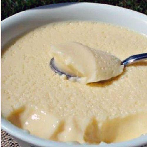 Этот крем можно использовать как в тортах и пирожных, так и в качестве отдельного десертного блюда. Ингредиенты - 3 куриных яйца; - 0,5 стакана молока; - 12 столовых ложек нежирной сметаны; - 4 сто…