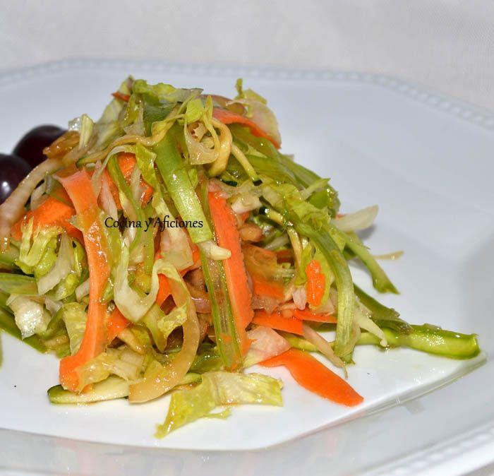 - Ensalada de verduras crudas (la ensalada del verano). Receta paso a paso. esta ensalada es genial, la triunfadora este verano, a todo el mundo le encanta y le sorprende, ¡¡¡todas las verduras estan crudas¡¡¡¡¡¡¡, no te la pierdas¡¡¡¡