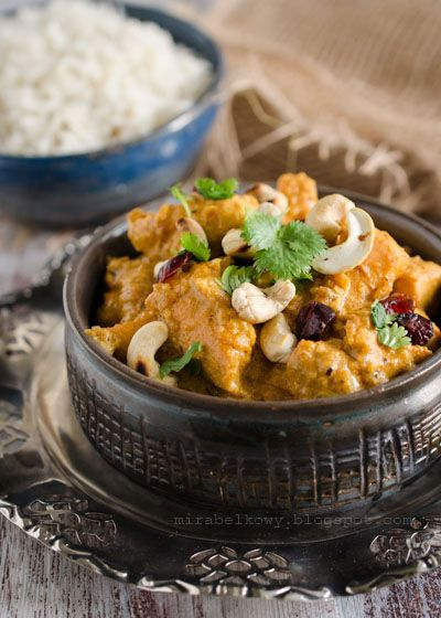 Curry z kurczaka z żurawiną i orzechami nerkowca