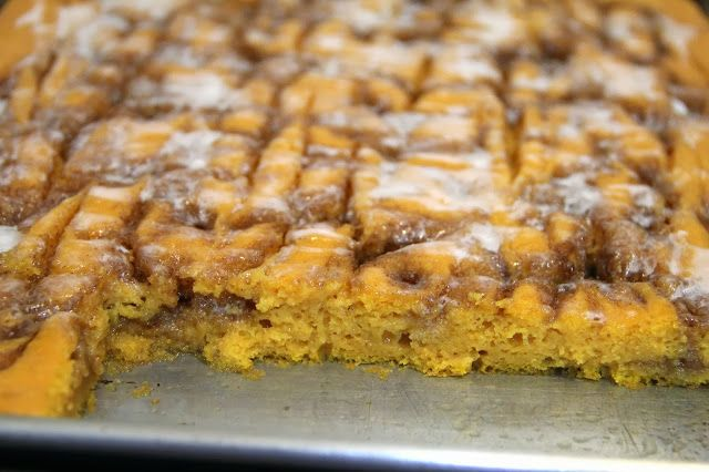 Cinnamon Roll Pumpkin Vanilla Sheet Cake | Fall | Pinterest