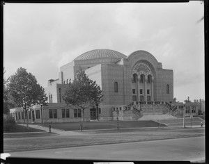 United Hebrew Temple, 225 South Skinker Boulevard, now the home of the Library and Research Center. Photograph taken by Isaac Sievers for Sievers Studio in 1931. Sievers Studio Collection, Missouri History Museum.