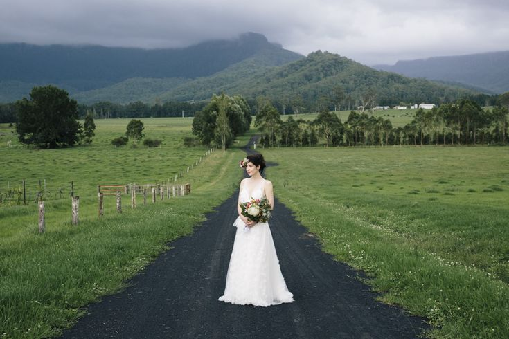 kangaroo-valley-wedding-reception-venue-boho-chic-country-bride-photographer