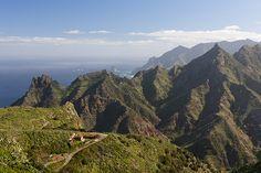 La péninsule d'Anaga , dans le nord-est de l'île, est connue pour ses activités hors des sentiers battus avec beaucoup de randonnées aux vues spectaculaires. Tenerife. http://www.lonelyplanet.fr/article/la-decouverte-de-lest-de-tenerife #Anaga #Tenerife #îles #Canaries #voyage #Espagne