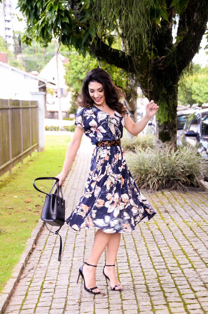 look do dia, vestido midi, mix de estampas                                                                                                                                                                                 Mais