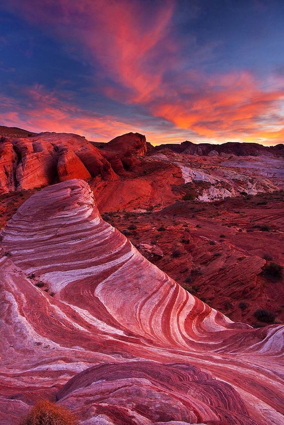 The Valley of Fire state park is just a short drive from Las Vegas and the perfect calm getaway from the city. Click here to shop the new Matthew Williamson holiday collection.