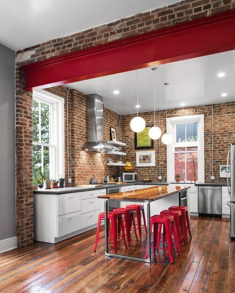 New kitchen with brick wall removed, red steel beam added to connect new living room addition. Cuisine de style industriel