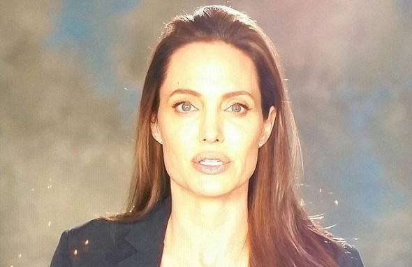 Η πρώτη εμφάνιση της Τζολί μετά το διαζύγιο με τον Μπραντ Πιτ  ΒΙΝΤΕΟ