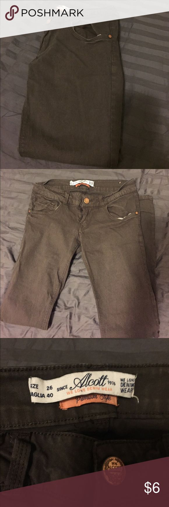 Alcott Brown Skinny Jeans Brown skinny jeans from European brand Alcott! Got these in Italy but they no longer fit 😔 They're skinny fit,  chocolate brown in color. EU size 26 (US 2-3). ✨✨OFFERS/TRADES WELCOME✨✨ Alcott Jeans Skinny