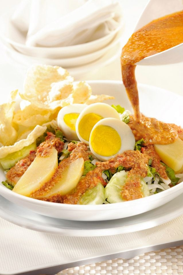 Gado-Gado - Vegetable salad with peanut sauce dressing. #Indonesian recipes #Indonesian cuisine #Asian recipes http://indostyles.com/