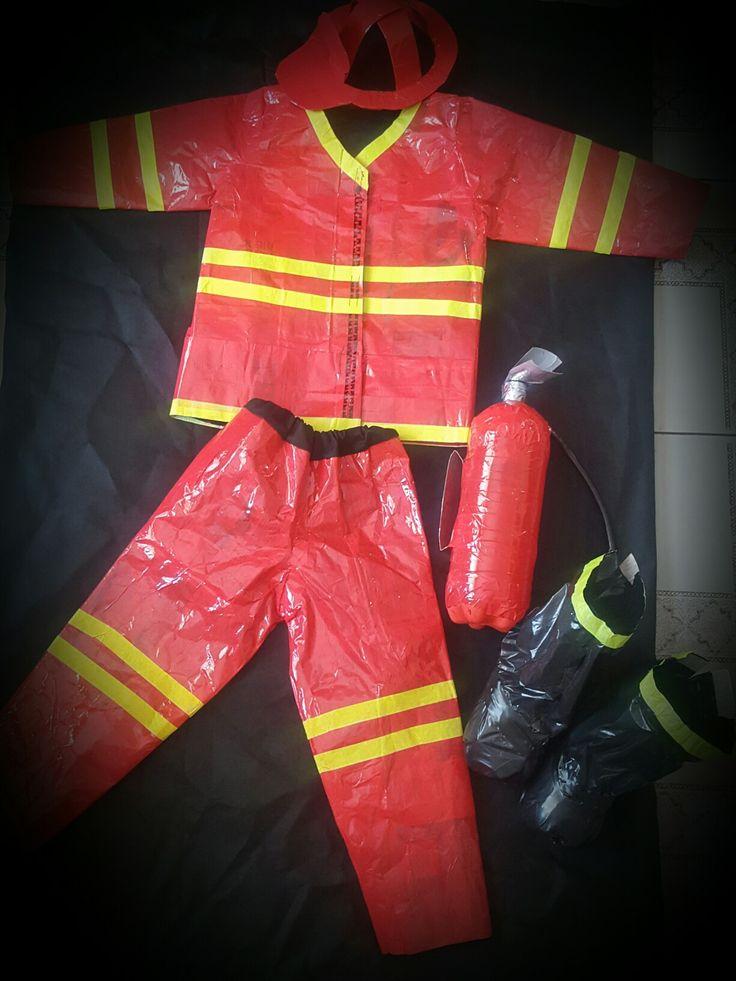 Disfraz con material reciclado de #bombero