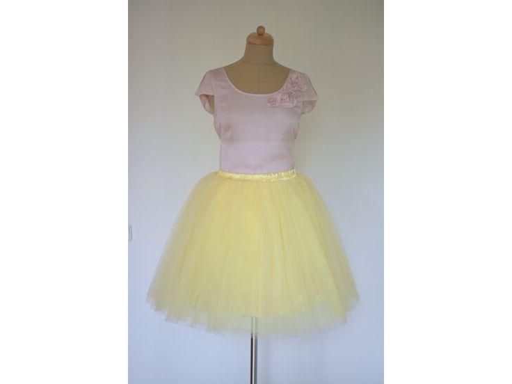 Dámská tylová TUTU sukně žlutá. stylová tutu sukně v délce 50 cm a 60 cm spodní neprůhledná vrstva ze saténu 3 vrstvy pevnějšího tylu pro požadovaný objem vrchní 2 vrstvy z jemného tylu příjemného na dotek gumička v pase pro velikost 60 cm - 90 cm