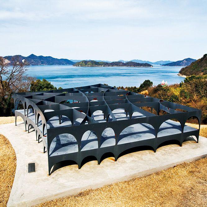 12年間に及ぶこの長寿連載の最終回に向かったのは、瀬戸内海の大三島に建てられた伊東豊雄の美術館。しまなみ海道を経由して、大型SUVで向かいました。