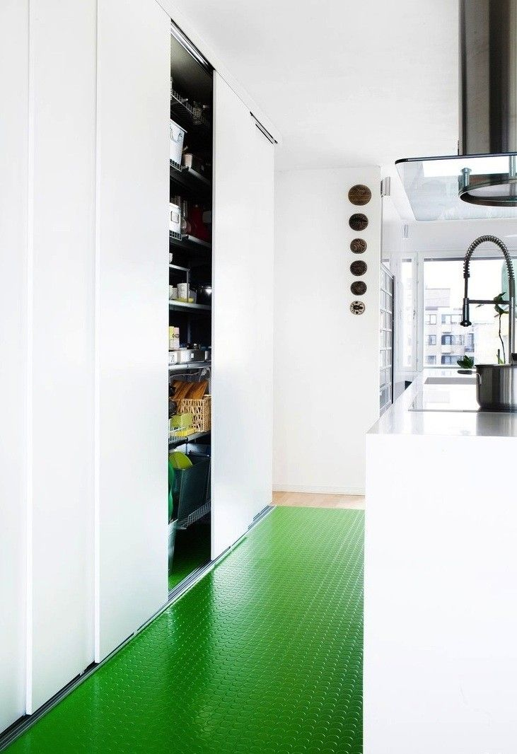 Palette & Paints: 7 Kitchen Floors Gone Green I like the floor very much !!!!!