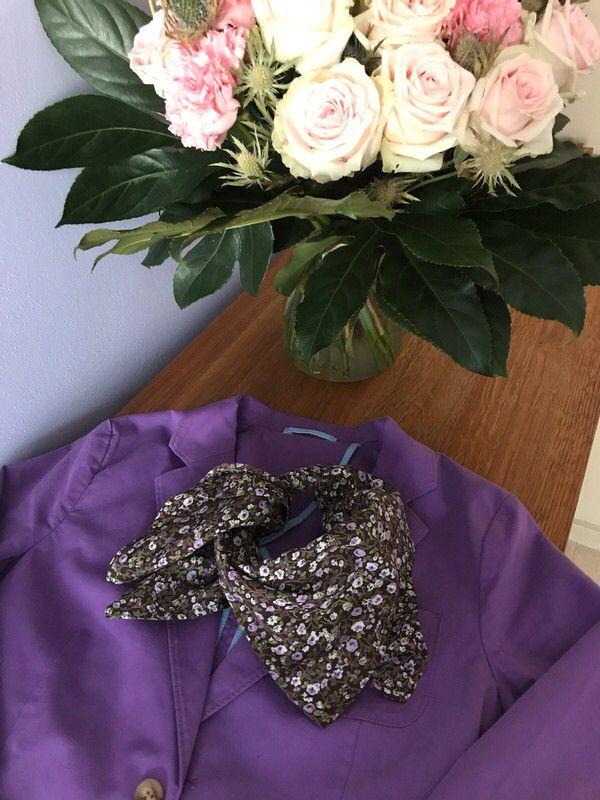 Moje Květinový čtvercový šátek Jackpot & Cottonfield od Jackpot! Velikost  za150 Kč. Mrkni na to: http://www.vinted.cz/doplnky/satky/17468177-kvetinovy-ctvercovy-satek-jackpot-cottonfield.