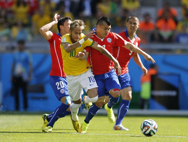 Brazil's Neymar works against Chile's Gary Medel during the World Cup round of 16 soccer match between Brazil and Chile at the Mineirao Stadium in Belo Horizonte, Brazil, Saturday, June 28, 2014. (AP Photo/Frank Augstein)