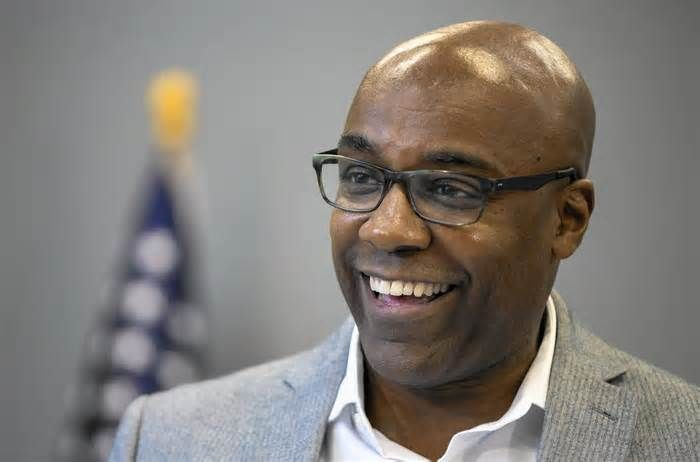 Cook County Democrats endorse Raoul over Quinn and others for attorney general Cook County Democrats on Friday endorsed state Sen. Kwame Raoul of Chicago for attorney general in a rebuke to former Gov. Pat Quinn, who is also seeking the post. Raoul is a South Sider in his 13th year in the General Assembly and was one of the first ...