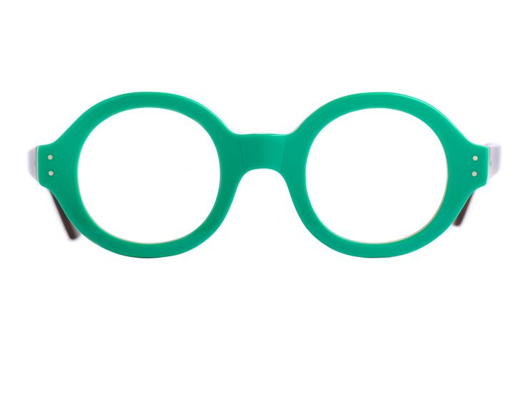 249€  Lunettes rondes épaisses.  Modèle très typé, dans le style de Le Corbusier.  Monture légère en acétate de cellulose.  Taille : 43 mm de largeur de verres.  Nous contacter pour une taille de verre de 46mm.