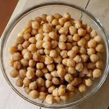 Everything you ever wanted to know about chickpeas/garbanzo beans!  Expert nutrition tips (did you know they are a great vegan source of the essential amino acid lysine?), gas-free cooking tips and healthy and delicious recipe ideas.  www.thenutritionista.ca #vegan #weightloss #diabetes #health #cooking tips #nourishyourselfsexy