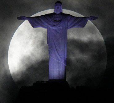 Wall Photos - May 2012 Super Moon - Rio de Janeiro, Brazil