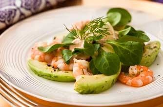 Prawn and avocado salad A straight-forward and traditional recipe for a delicious Christmas starter
