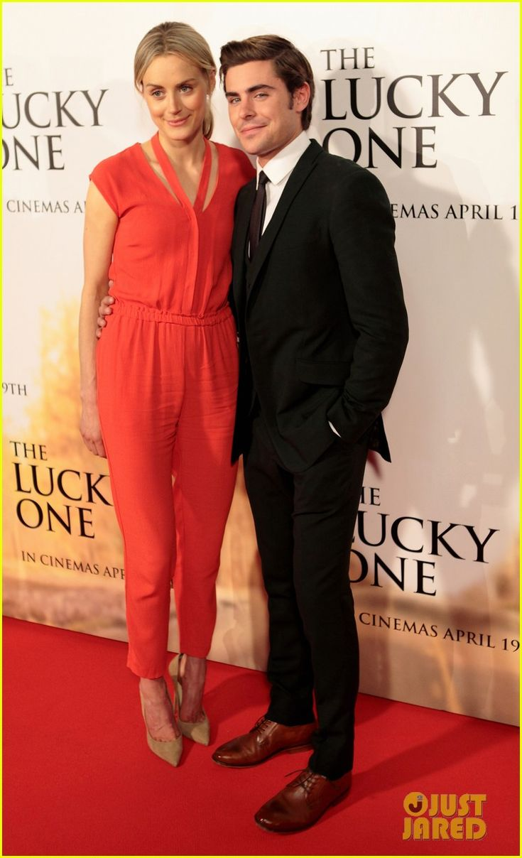 is it weird that i like this jumper?!: Zac Efron, Taylor Schilling, Photo Galleries