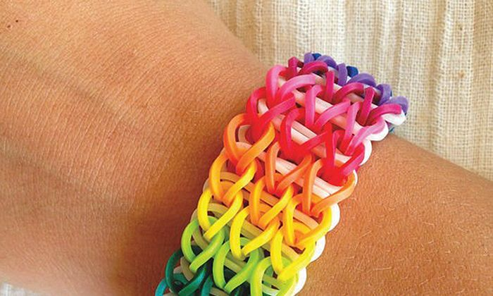 Friendship Loom Bracelet Maker, this is another easy starburst one.