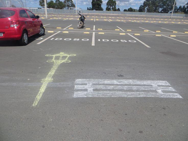 Aspecto Social  - Foi capturado uma simplória forma de expressão de um visitante no estacionamento da Torre.