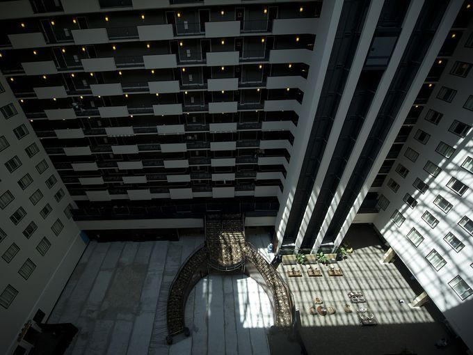 Lights streams down into the atrium lobby of the Hilton Nashville Downtown (Photo: Steven S. Harman/The Tennessea)