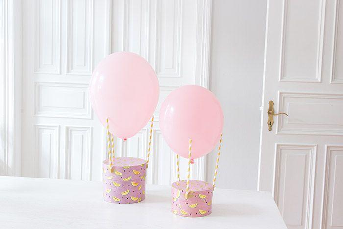 Drei Strohhalme, ein Luftballon – ein Heißluftballon! Eine fix gebastelte Geschenkverpackung zum Kindergeburtstag.