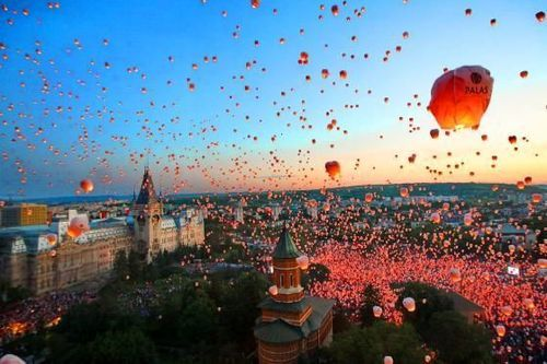 The city Iasi, Romania, made it to the world guinness records by launching 13000 lampions in the sky.