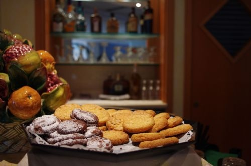 Cookies for the hotel's guests at the lounge bar