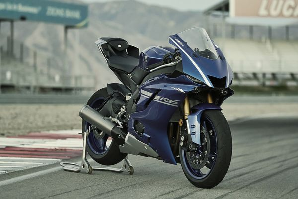 #birmingham Yamaha Updates Its 2017 R6 with Cues from Its Big Brother Yamaha's YZF-R6 has always been a force to reckon with at the racetrack and on showroom floors, and today that bike just got a little bit better. http://www.cycleworld.com/2017-yamaha-yzf-r6-new-motorcycle-first-look-aim-expo