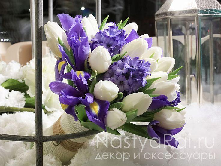 Букет невесты из ирисов, гиацинтов и тюльпанов