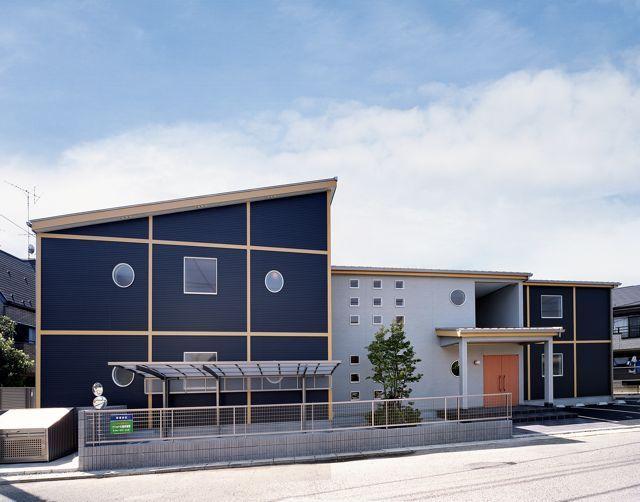 パナソニック耐震住宅工法テクノストラクチャーで建設されたアパート:エントランス