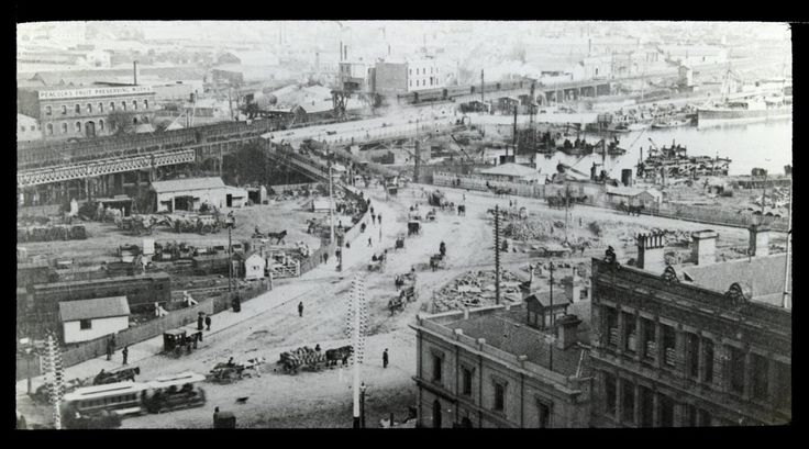 Elevated view looking south over Queen's Bridge, Melbourne, c1910. Photograph courtesy State Library Victoria / Victorian Railways.