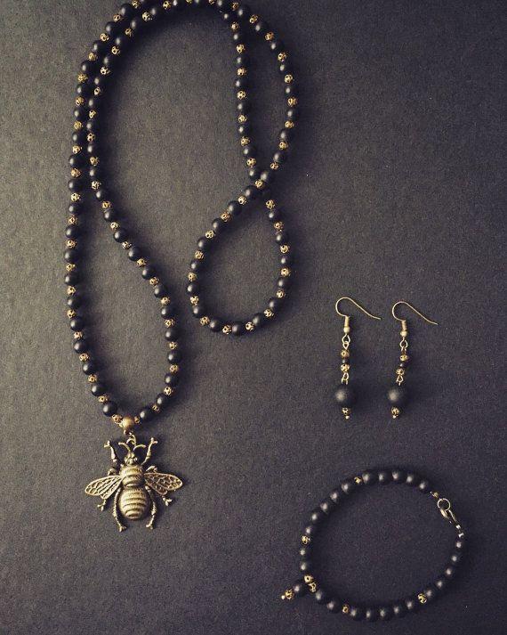 Collana con onice nero opaco e ciondolo in bronzo di Ebbijoux