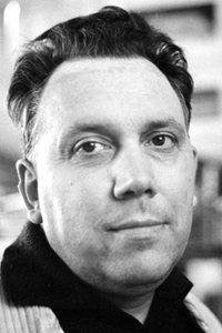 SFÂRŞITUL NOPŢII DE VARA  Johannes Bobrowski, din POEME (1974) Traducere, antologie, prefaţă şi note de Petre Stoica  Capul scaietului caută după lumini deasupra apei. O pasăre scrisese semne în frunzişul frasinului. În jurul rădăcinilor de stuf şi trestie peştele îşi arată purpura aripioarelor.  Se răzvrătise împotriva slavei praful. El, din columnele negurei păşeşte în câmpie, peste râuri, întunecat stârneşte focul.