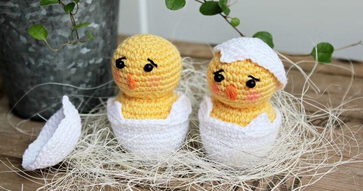 Jag har gjort en liten kyckling i äggskal. Tildagarn och virknål 2.5. Mönstret kommer här.   Du börjar med att göra ägget, lägg med vitt...