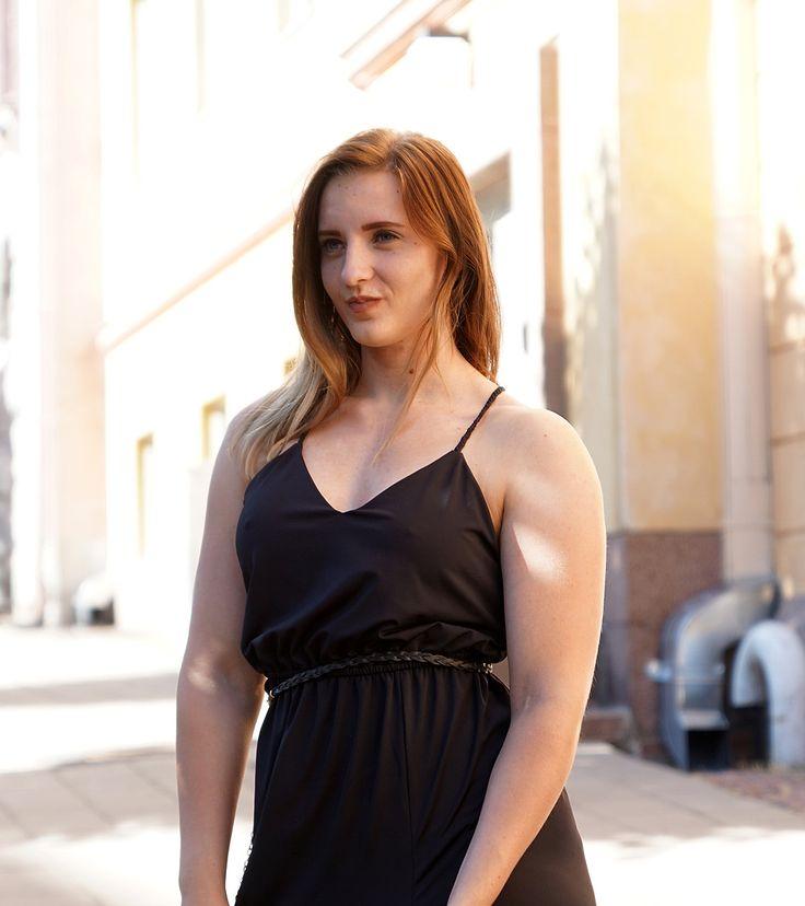 Black dress | IVY REVEL | Split | Day dress | Jadeyolanda.fi