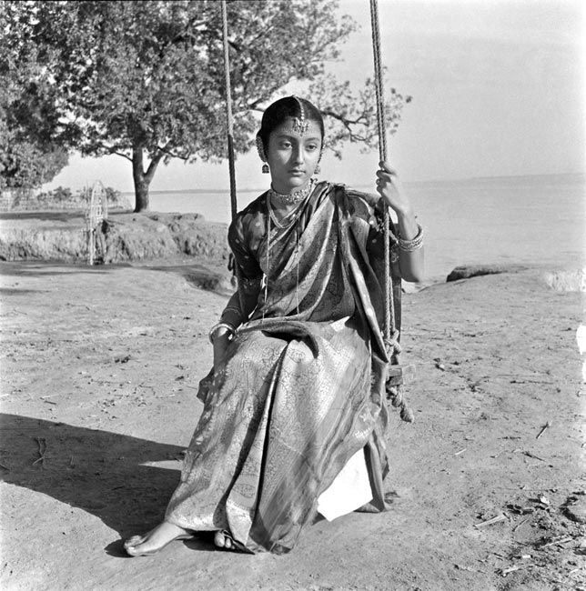 Aparna Sen, 1961, Teen Kanya. pinned from http://vintageindianclothing.tumblr.com/post/134358714274/i-plan-to-take-a-bit-of-a-breather-this-month-so