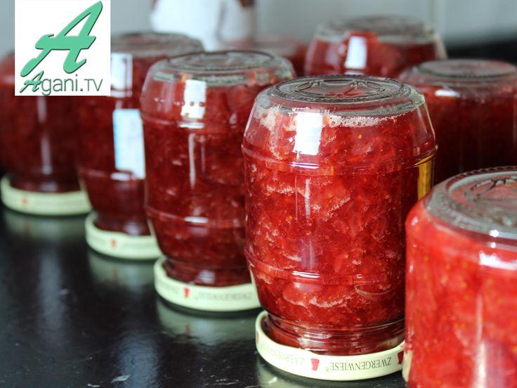 Erdbeermarmelade ohne Gelierzucker - das Rezept ist online: http://agani.tv/auf-vorrat/erdbeermarmelade-ohne-gelierzucker-selber-machen