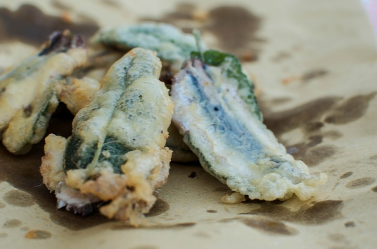 Fried Anchovies & Sage: Food Recipes, Italian Recipes, Marching Recipes, Table Marching, Anchovi W Sage, Recipes Boxes, Anchovi Wsage, Fries Anchovi, Absolutely Addiction