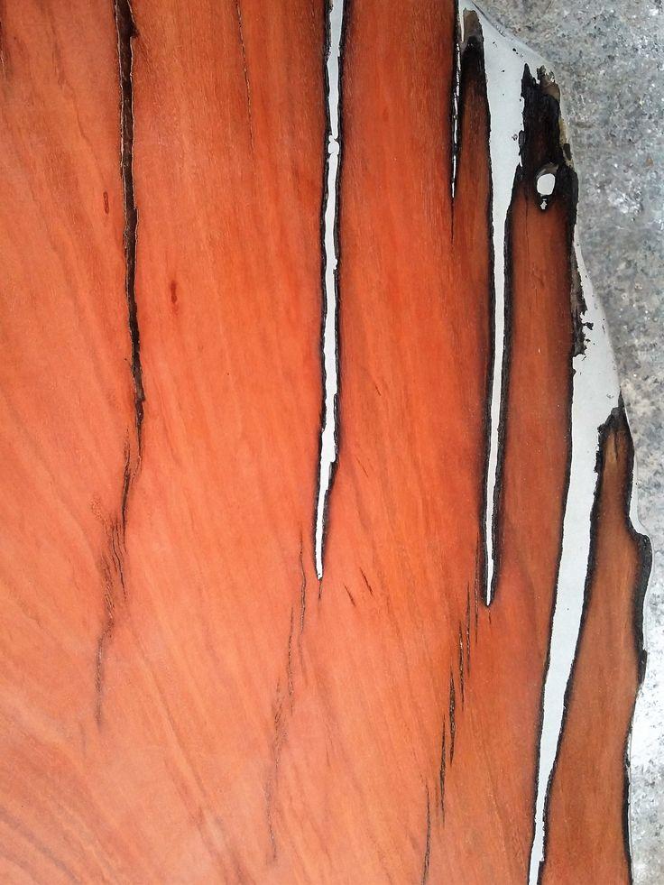 DETALLE. Fundición madera y metal