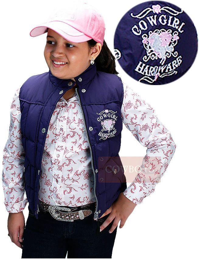 Colete Infanto-Juvenil Cowgirl Hardware  Colete feminino feito em nylon na cor azul, com fechamento em ziper e botão de pressão. Dois bolsos na parte frontal, além de lindos detalhes bordados. na cor branca e rosa. Parte traseira bordada com o lindo desenho de um cavalo branco e coração rosa.