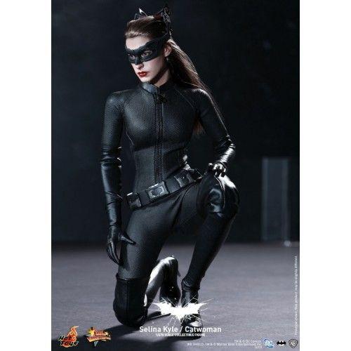 Hot Toys Batman Movie Masterpiece The Dark Knight Rises Cat Woman Celina Kyle  bambola snodabile fedelissima riproduzionen del personaggio femminile dell'ultimo episodio della saga di Batman da Cristopher Nolan ...