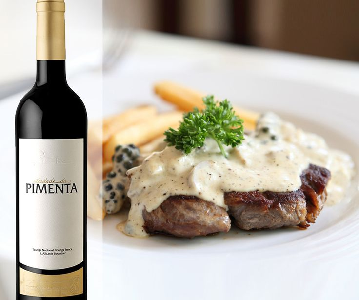 Nada como um bom bife com pimenta! Siga a #receita Nothing beats a steak au poivre (Pimenta in Portuguese). Share this #recipe with a #winelover http://bit.ly/1oHgreN