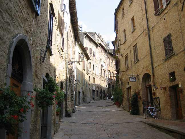 Nieuw ontdekt pareltje: Volterra.  Mooi, oud, compact en zeer knus. *Juli 2013*