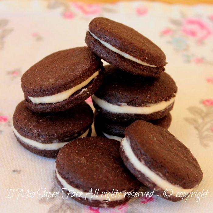 Biscotti Oreo fatti in casa ricetta facile | Pasta frolla al cacao