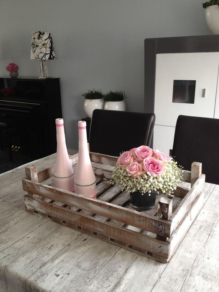 #pink in witte veilingkist op eetkamertafel - Fruitkist Twee planks, 60x40x20