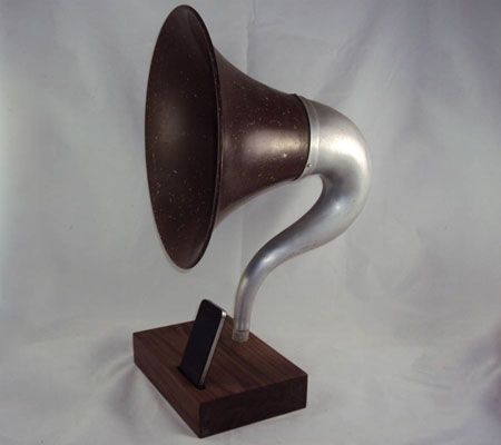iPhone Gramophone - turn your smartphone into a vintage audio player